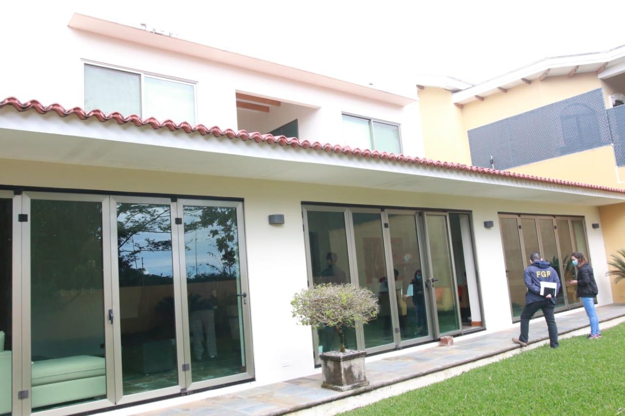 Embargan propiedades a ex ministro Figueroa, del gobierno de Saca