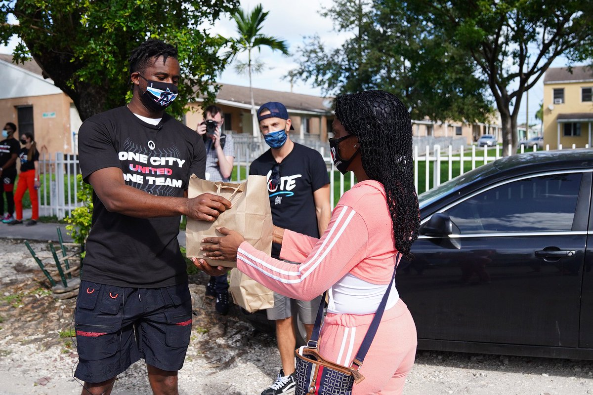 Marlins Front Office staff and @Marlins Player Lewis Brinson headed out to our community today to distribute meals on Election Day and feed the polls. Big thanks to our partners at @infatuation, @Zagat and @MigrantKitchen for making today possible. #MarlinsImpact #JuntosMiami
