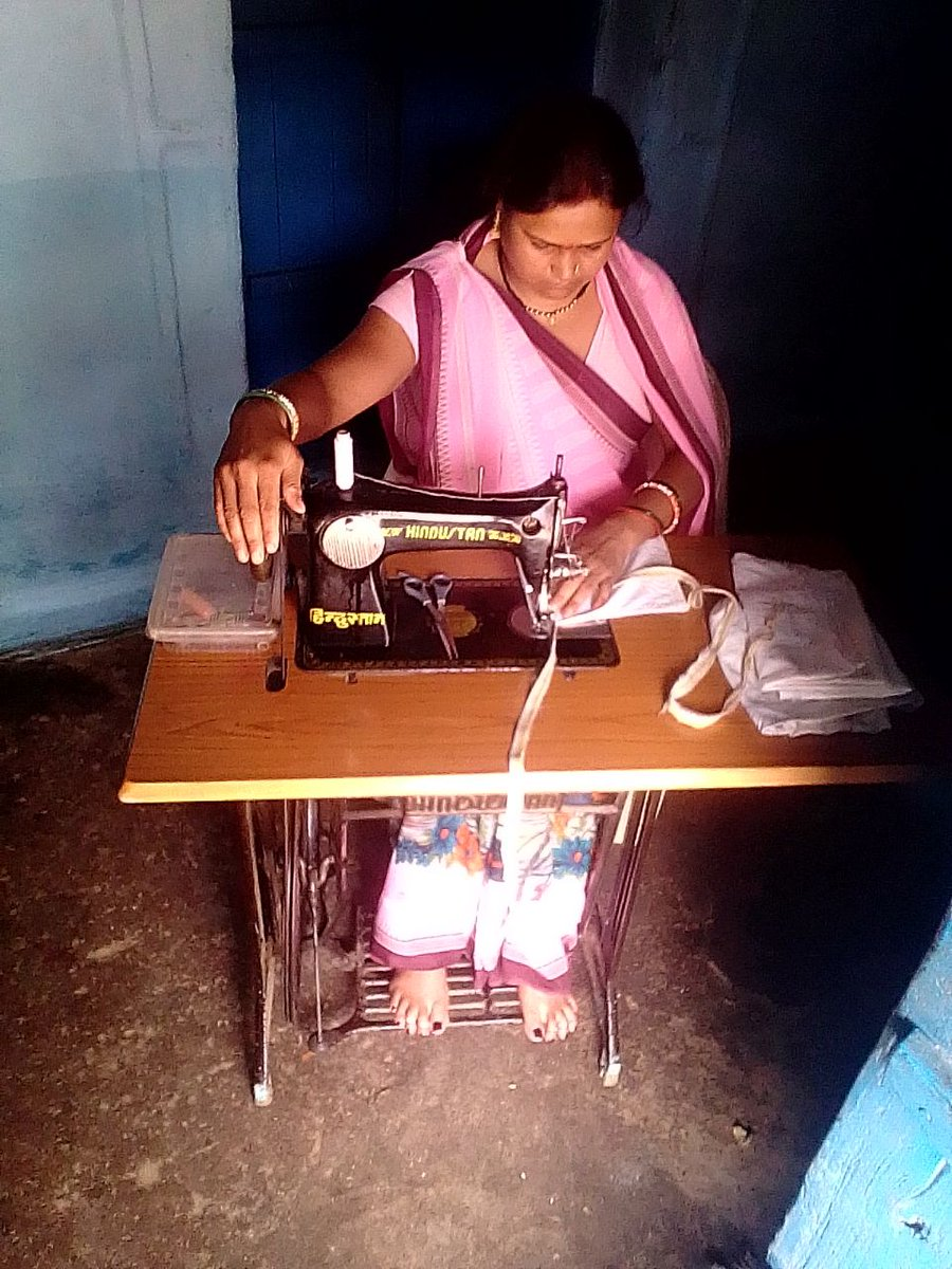 Reena Adivasi of Khadki bk., Pateriya Mal village, #Damoh district, #MadhyaPradesh received a sewing maching and now  she does't have to work as a labourer or make bidis anymore.  - @AndheriHilfe #LivelihoodsMatter @CMMadhyaPradesh   @UN_Women @UNDP_India @MoRD_GOI @WOTRIndia