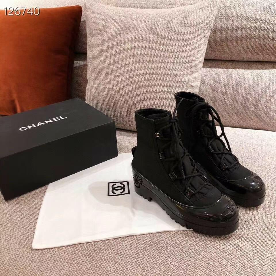 Chanel short boots. Surface: imported waterproof down, lining: silk sheepskin lining. #chanel #chanelmini #chanelmakeup #Chanelperfume #chanellipstick #chanellover #chaneladdict #Chanelshoes #chanelthailand #chanellove #chanelleboy #chanelearring #chaneljumbo #chanelcoco