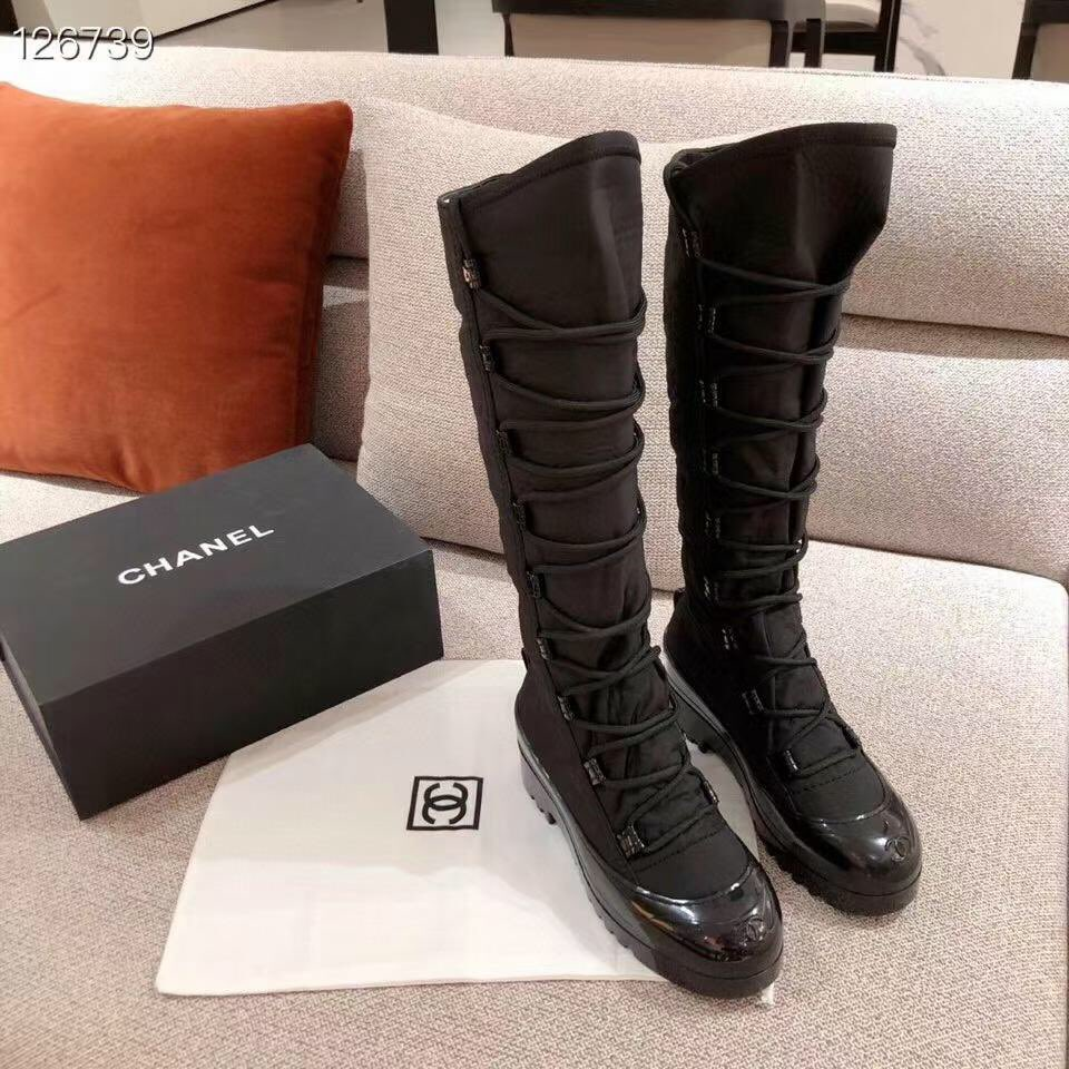 Chanel boots. Surface: imported waterproof down, lining: silk sheepskin lining. #chaneladdict #ChanelParis #Chanelshoes #chanellover #chanelbags #chanelearrings #chanelmakeup #chanelcaviar #chanelleboy #chanelthailand #bootscewek #bootslover #bootshaus
