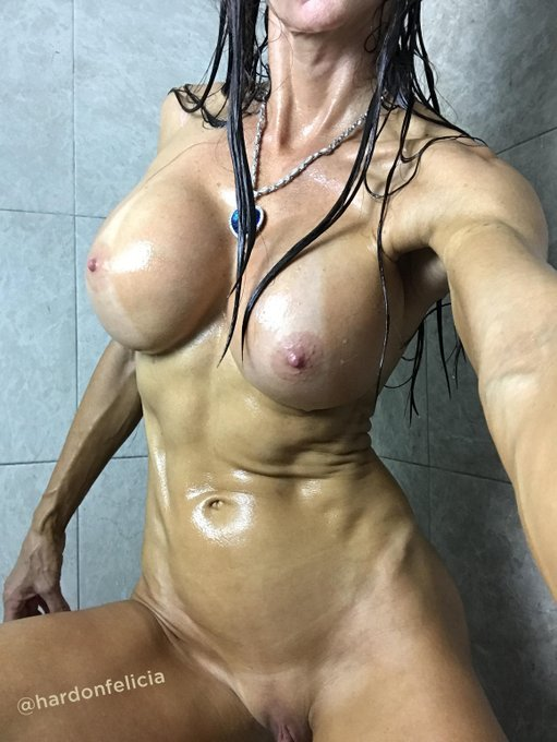 Getting hot in the shower 🚿🔥  #bestbody #gfe #fitness #muscle #abs #sixpack #feliciahardon #camgirllife