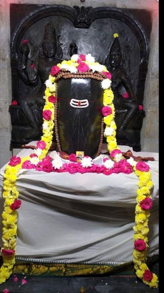 Photo Credit: Nalayni 121 from Pinterest ( https://t.co/2QCcg5Wvcc ) May Lord Shiva bless all of us 🤗. #namastegod #shiva #lordshiva #kedarnath #kashi #hindu #haraharamahadev #mahadev_har #jyotirlinga #linga #somanath #somnath #mallikarjuna #mahakaleshwar #omkareshwar https://t.co/EYxU0iauD5