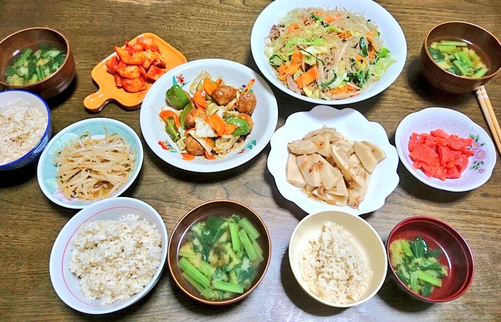 今日の夕食🍴チャーホーサイ肉団子と野菜の黒酢あん竹の子の土佐煮小松菜のみそ汁娘の学校給食献立にチャーホーサイがあり、息子が懐かしい~美味しいやつだよと言っていたので作ってみました。シンプルな味付けで美味しかった🎵#料理記録#学校給食