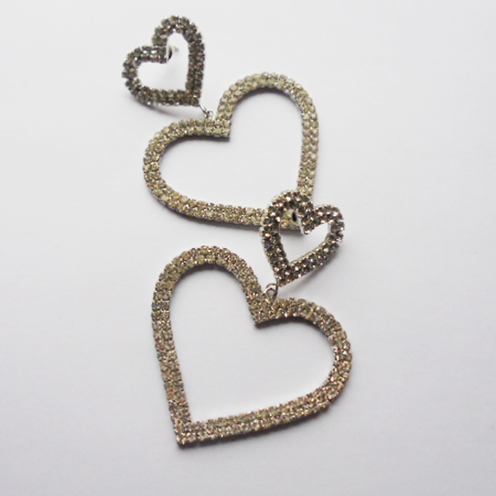 Heart shaped diamante earrings ready to be worn 💗  #ishaqgems #Earrings #diamante #hearts #jewelryaddict #gift https://t.co/2IvRatakOX