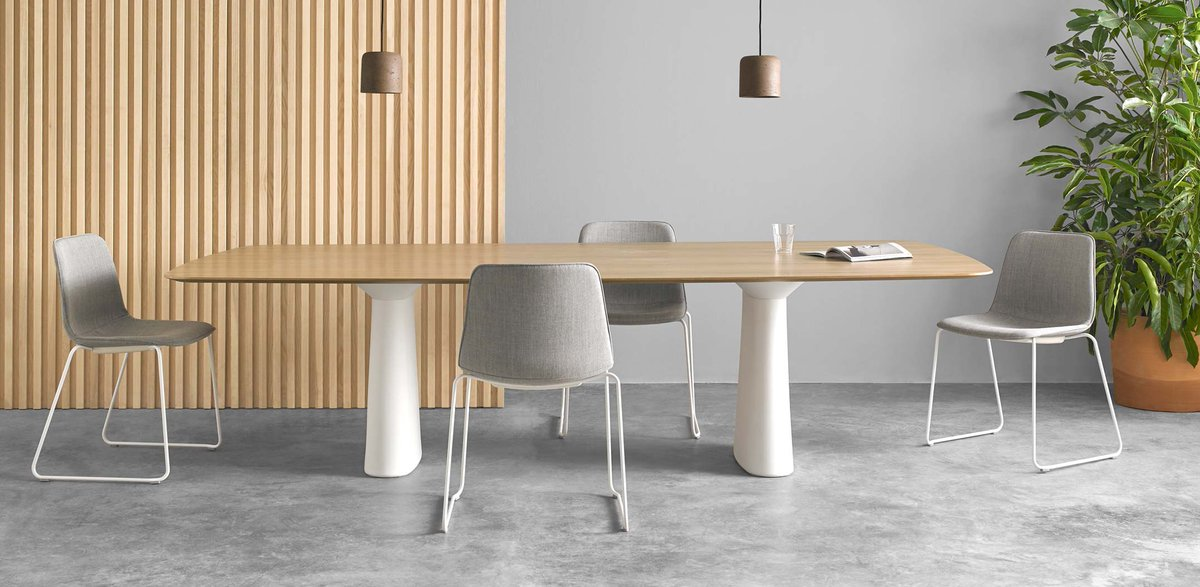 The ESSENS tables can be equipped with different sockets, chargers, connections and accessories. As a result, the bases have been designed to easily solve cable management. Win-win.  https://t.co/rdMI1vXaDB
