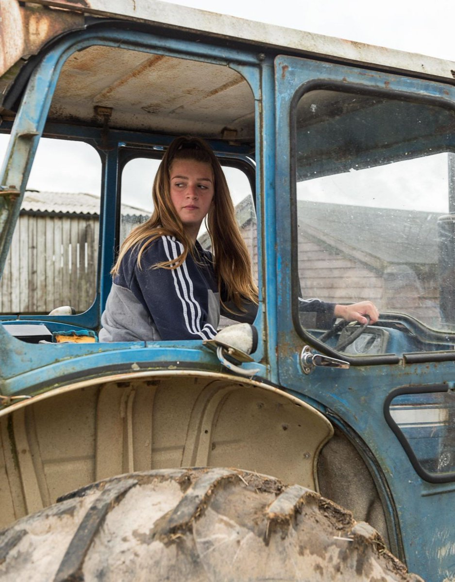 Tractor-driving and pig-feeding at @FutureRootsNet in #Dorset!  Julie Plumley hosts 'up to 100 young people aged between eight and 18 years old throughout the week' - @PositiveNewsUK