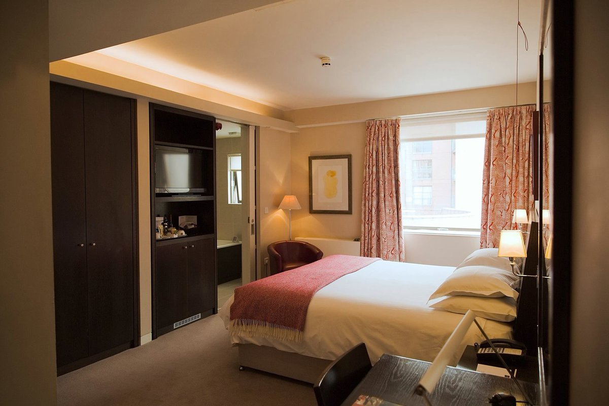 Our #familyroom is ideal for larger #families as it also links to an #interconnectingroom. Making plans for #halfterm? #halftermbreak #familyrooms #nottingham #lovenotts #interconnectingrooms #boutiquehotel #hotelnottingham #students #universitycity https://t.co/7hxF24NYgR https://t.co/Guj7GQMyzv