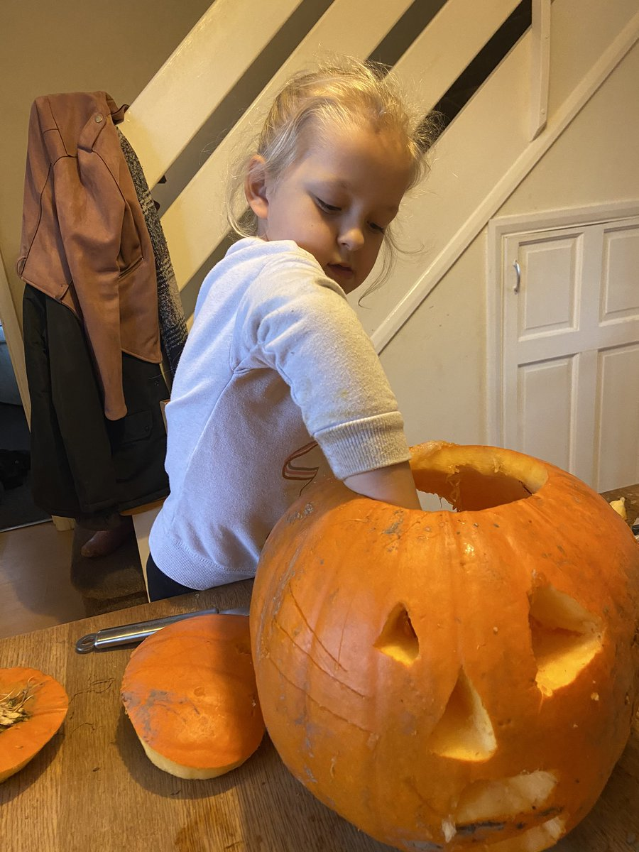 @LeasStAndrews @MrRoss_LeasY6 start of the Half term means pumpkin carving! After getting the huge#working#together#carving#our#ideas#spooky https://t.co/eLsdc5mREb