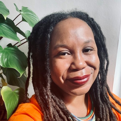 Dr Akwugo Emejulu,  Professor of Sociology, has been recognised as one of the UK's leading social scientists with the award of Fellow of the Academy of Social Sciences.  Her work focuses on racial, ethnic and gender inequalities in Europe and the US.   https://t.co/t4nNWZ87vt https://t.co/uW2jJ3LKTy
