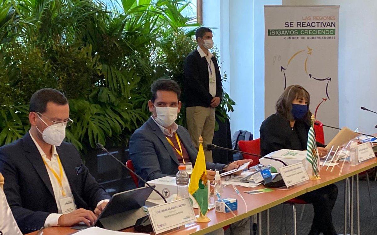 Hemos desarrollado sesiones de trabajo junto con los gobernadores, para analizar estrategias de reactivación económica teniendo presente siempre la protección de la salud de los colombianos. #LasRegionesSeReactivan @infopresidencia @ViceColombia @MinInterior @FNDCol https://t.co/8HFc1OkPoc