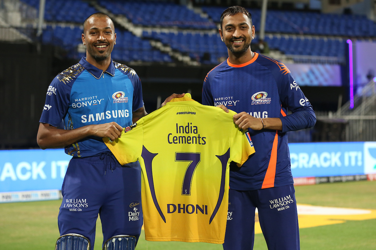 A memorabilia to cherish for the Pandya brothers 👌👌  #Dream11IPL https://t.co/Yl34xsh4OH