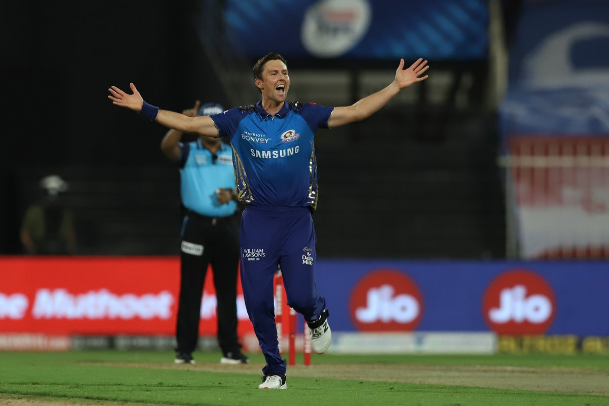 It's getting worse for Chennai 👀  Half the side back in the hut for 21. Jadeja's stay at the crease is cut short by Boult, who picks up his third wicket. #MI looking unstoppable https://t.co/amYvX5lgBG #CSKvMI #IPL2020 https://t.co/MA8CfVb2NO