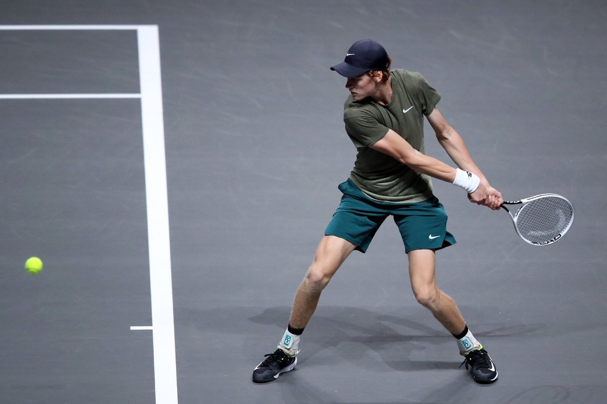 🎉 FANTASTICO JANNIK!!   A Colonia @janniksin conquista la sua seconda semifinale in carriera sconfiggendo Simon 63 06 64!   #tennis #sinner https://t.co/DOQ8Hp5Lcw