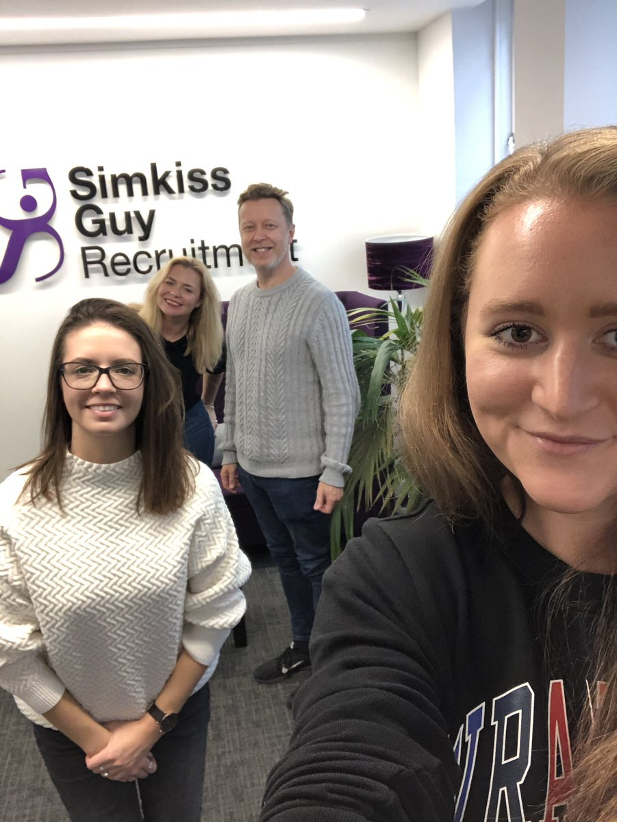 SimkissGuy team having a Friday afternoon catch up 😍