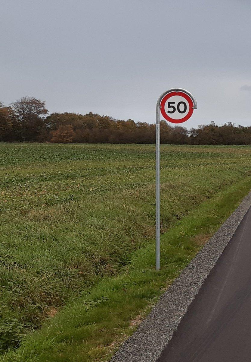 Vi har i dag foretaget hastighedsmåling i Vester Lindet ved Gram. 24 blev blitzet og af dem kørte fem så stærkt, at de samtidig indkasserer klip i kørekortet. Højest målte hastighed 82 km/t, hvor 50 er tilladt. #politidk #atkdk https://t.co/fZ21mgnode