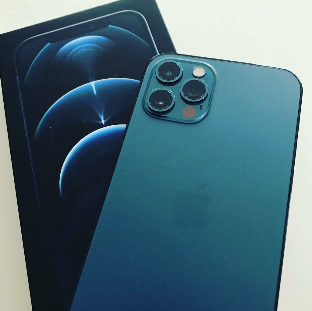 Well the new addition to the family  #iphone12pro #pacificblue  🥰🥰🥰🥰🥰🥰🥰🥰 #shootoniphone https://t.co/XOm9766HDp
