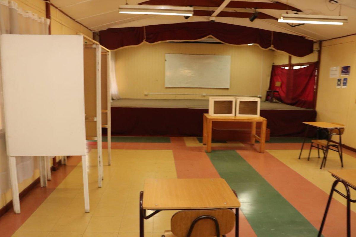 Ya están listos nuestros colegios para el plebiscito de este domingo. Inspeccionamos instalaciones y las medidas de limpieza, sanitización y de seguridad para votar seguras y seguros!