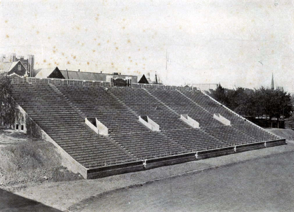 DYK:  The first time UTC played WKU was Chattanooga's first win on historic Chamberlain Field.  Sept. 30, 1927 Mocs 44 - WKU 6  History - https://t.co/PLcsOr8KUx  #GoMocs https://t.co/xYjZUgR36y
