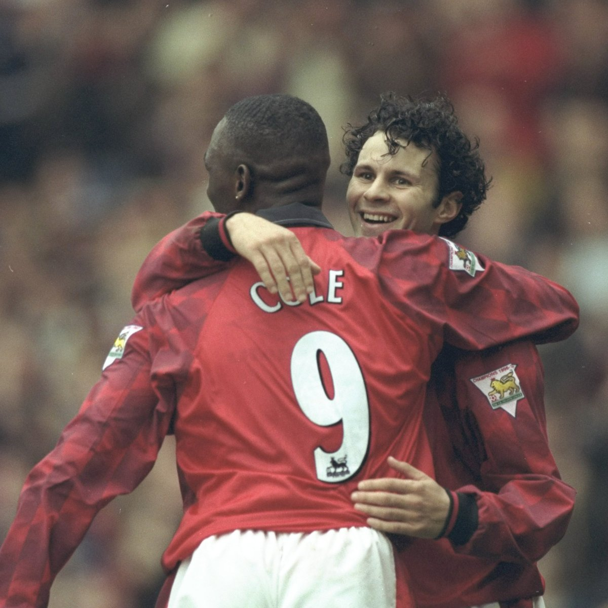 Image for the Tweet beginning: Giggs ➡️ Cole ➡️ Goal