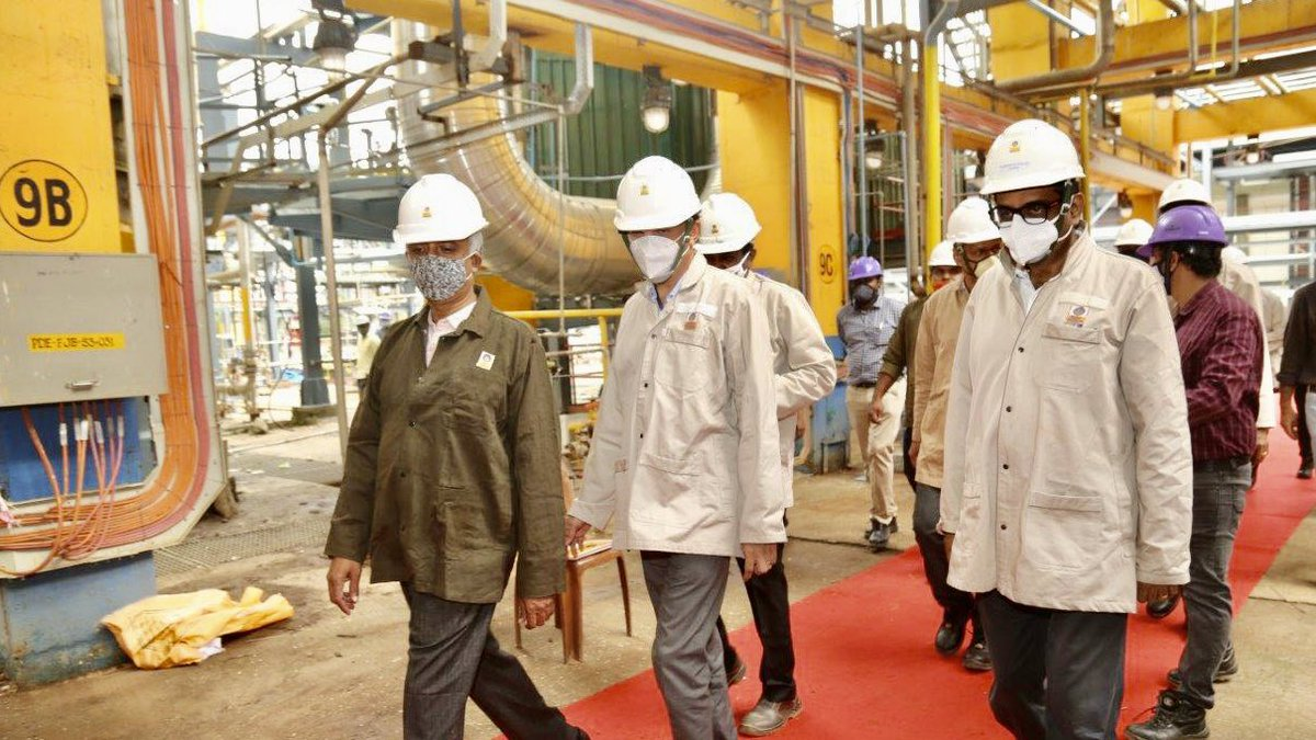Shri N Vijayagopal, Director (Finance), reviews three major projects at our Kochi Refinery - Propylene Derivative Petrochemical Project, to produce niche Petrochemical Products from Polymer Grade Propylene; MS Block Project to maximise petrol production; 1/2 #AtmanirbharBharat https://t.co/IkOKP0Ri47