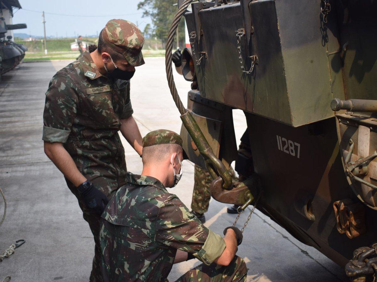Estágio de Operador de Leopard para cadetes no 1º Regimento de Carros de Combate https://t.co/hoXKU6gwOi #BraçoForte #MãoAmiga https://t.co/wWxSjVU6s0