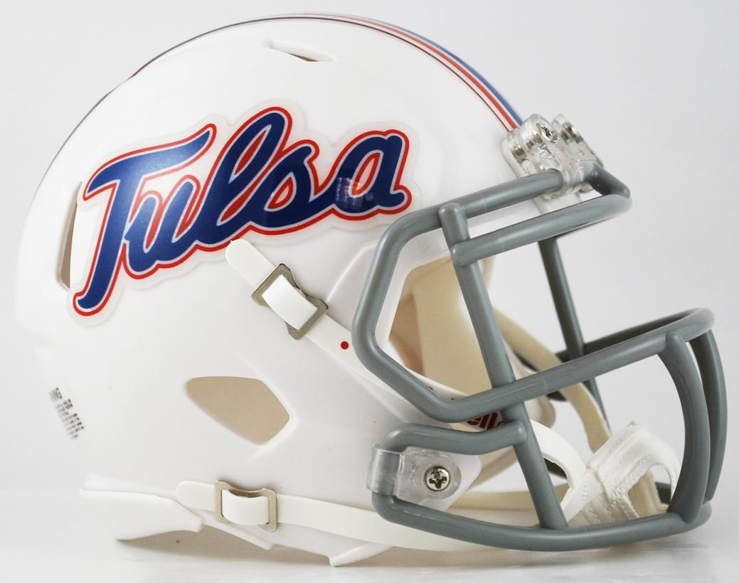 Tulsa at USF  TULSA PLAYERS TO WATCH QB Zach Smith LB Zaven Collins   S Kendarin Ray  USF PLAYERS TO WATCH RB Johnny Ford CB KJ Sails   S  Nick Roberts  Tulsa 29, USF (+11) 21  #CFB2020 https://t.co/O9cmnHSZ0y