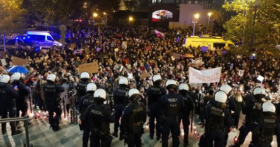 Katowice: tłumy przeciwników zaostrzenia ustawy antyaborcyjnej https://t.co/18OJHbvbEd https://t.co/b3xElT7ODQ
