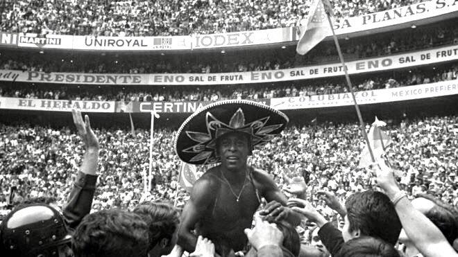 ¡'O Réi' está de fiesta! Muchas felicidades a @Pele hoy en su cumpleaños 80. ¡Un gusto formar parte de la iniciativa #PelegacyJerseyExchange con @pelegacy10! 🥳🥳   #Pele80 #SoyDePumas https://t.co/eJwamvDgr1