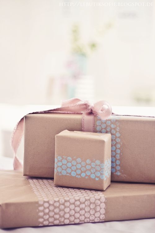 #GiftsWrapping Ideas  : Stamped with bubble wrap _   https://t.co/aRCDI4kLv0 https://t.co/S7LOKCtd4Y
