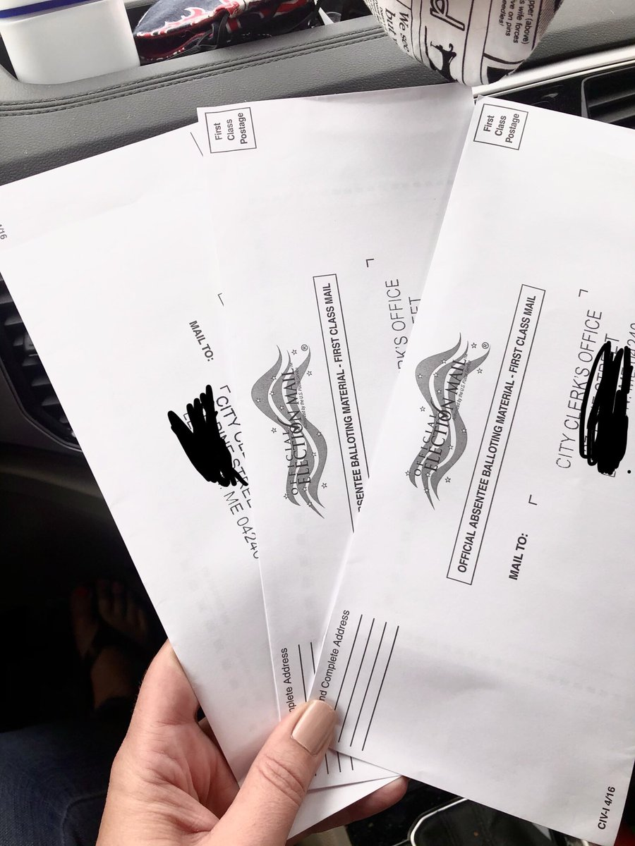 @JoeBiden My two brand spankin' new voters aged 18 & 19, and I, dropped these off with our city clerk today. We were excited to vote for you and @KamalaHarris. #BidenHarris2020 #AmericaNeedsJoe #newvoters #MomsBackBiden #raisingfeminists #lgbtqfamily https://t.co/lD0pGyeZrL