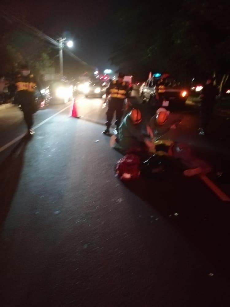 #TráficoSV | Comandos de Salvamento Seccional Santa Ana, verifican el cuerpo de una persona fallecida sobre la carretera que conduce desde Santa Ana, hacia Chalchuapa a la altura de Ciudad Real, hasta el momento se desconoce  su identidad.   #ITVX https://t.co/hjxdb0RmsV