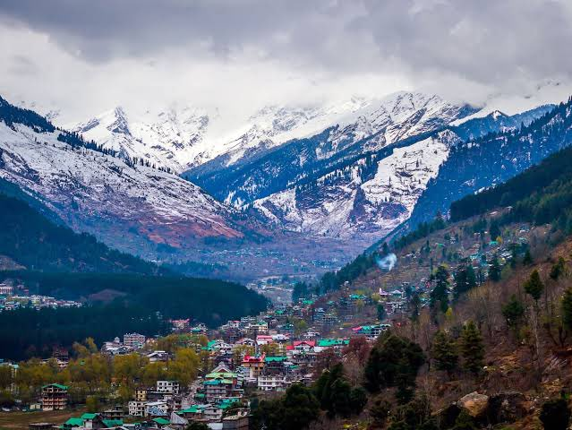 #IncredibleIndia Think snow-capped peaks, lush valleys, historical roots & the thrill of experiencing new things, #Manali is the place to be. It has the perfect landscape to give you a taste of adventure. Thank you @IndEmbMexico for sharing this 🙏🏻 @hp_tourism