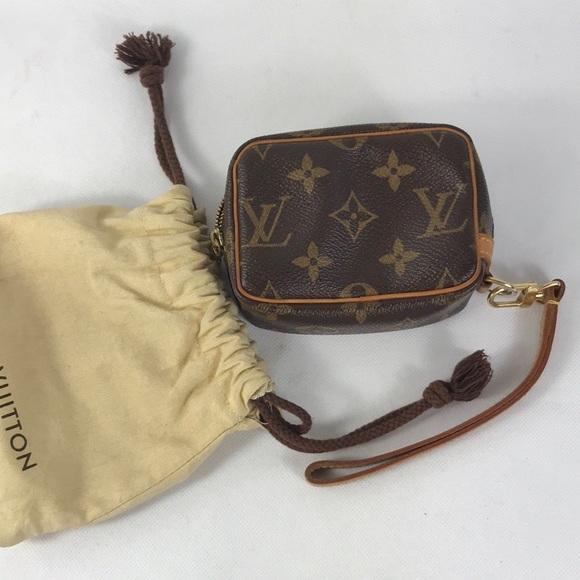So good I had to share! Check out all the items I'm loving on @Poshmarkapp #poshmark #fashion #style #shopmycloset #louisvuitton #prada #chanel: https://t.co/efvYz1PqJb https://t.co/sgGQ9WguBZ