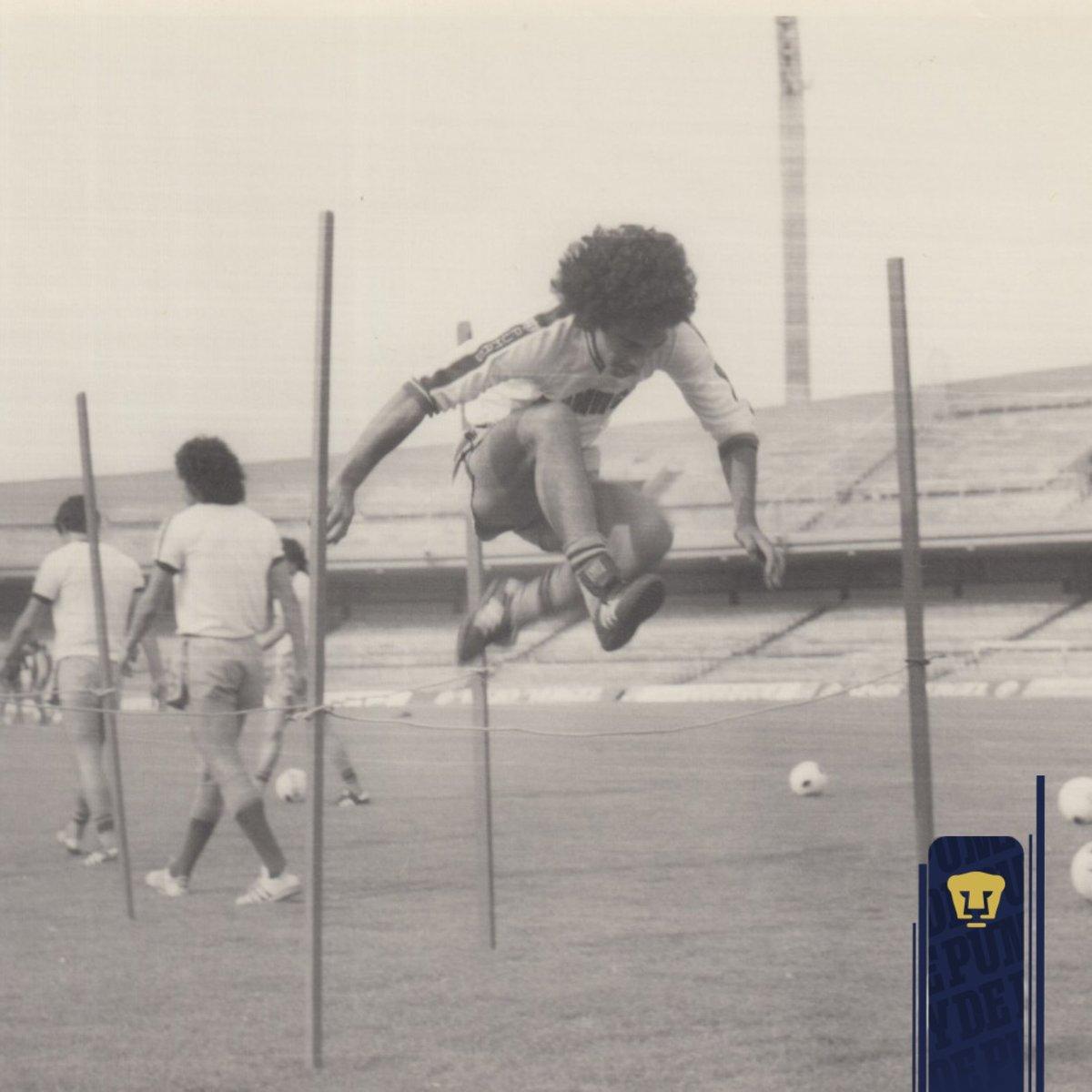 ¡El primer capítulo en la historia del 'Niño de Oro'! 👦🏻🥇  El 23 de octubre de 1976, @hugosanchez_9 jugó su primer partido en el futbol profesional, entrando de cambio por Cándido en el Universitario de San Nicolás ante Tigres.  El resto del cuento ya se lo saben 😎  #SoyDePumas https://t.co/hyWKik6Tms