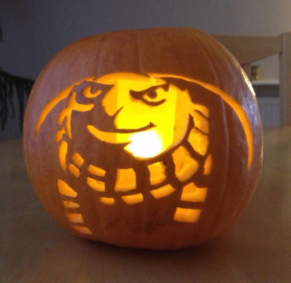Still happy to get requests for pumpkin carving ideas... here's a fun one from a few years ago... send me your ideas...I have two pumpkins awaiting!! https://t.co/m8ESFoPIow