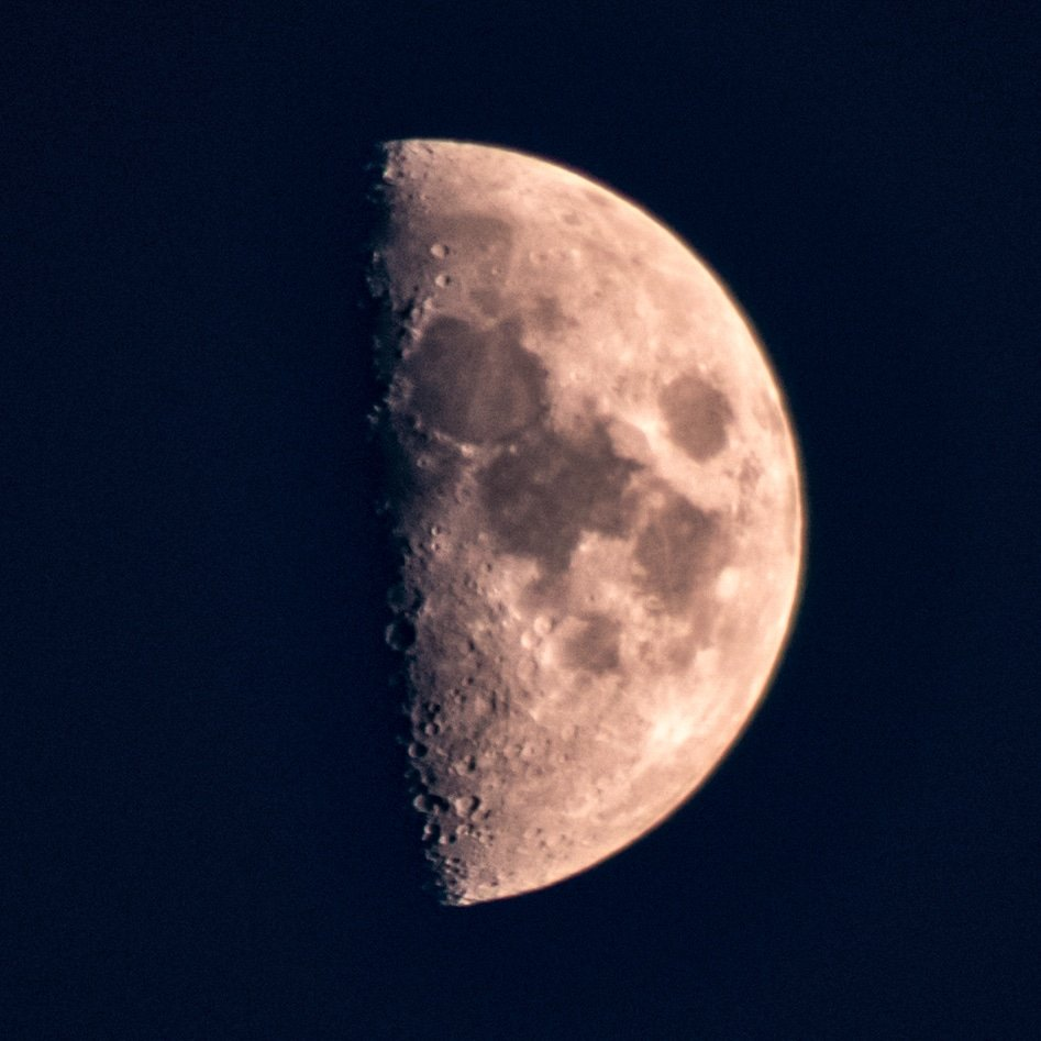 The moon tonight #moonphases #waxingcrescent or #firstquarter #moonphotography #astrophotography #astrophoto #moonpics #moon #moonpics #octobermoons #autumnmoons #octobernights #autumnnights #autumnsky #canonastrophotography #weather #observethemoon #luna https://t.co/lRdwA2tgBv