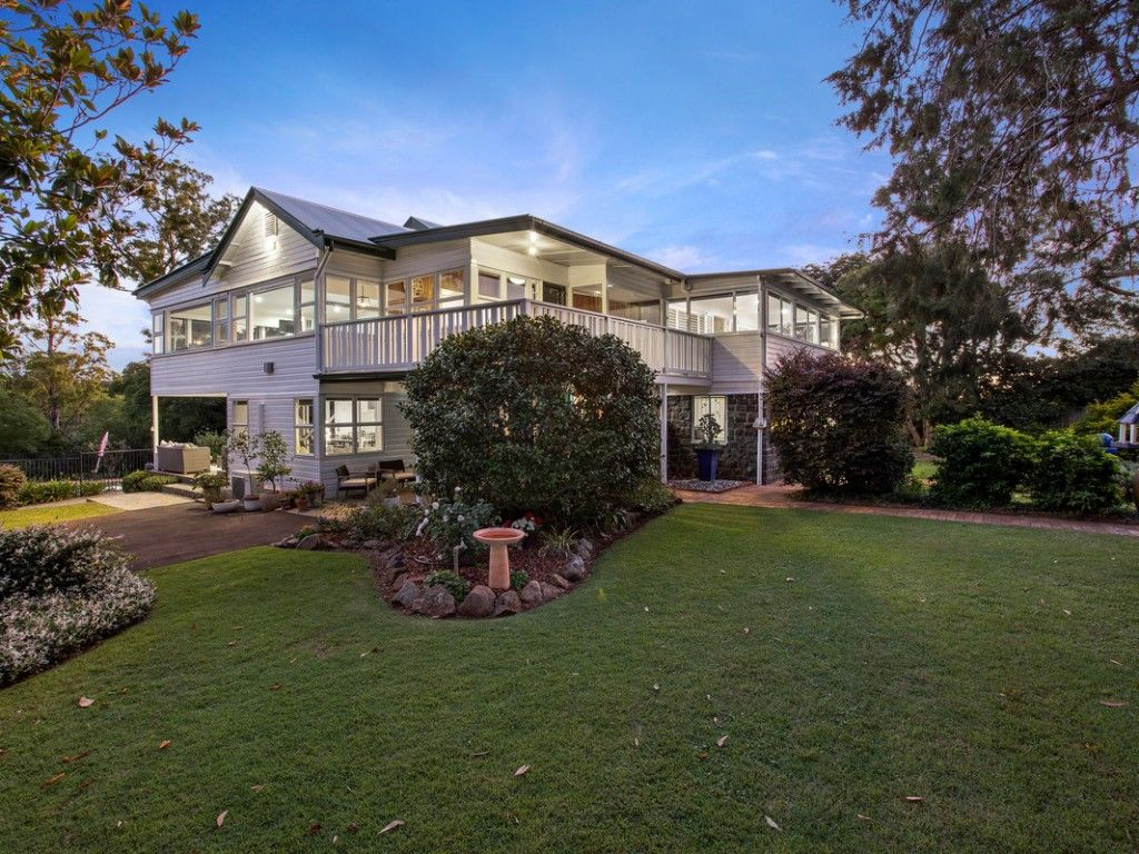 For Sale: A Timeless Family Residence https://t.co/PqK9pHKXjW  Built in the early 1900's as one of the original farmhouses for the area, Boomerang is a wonderful example of traditional architecture, renovated and extended to cater for modern family living and entertaining.  #qld https://t.co/uKrzEatWEA