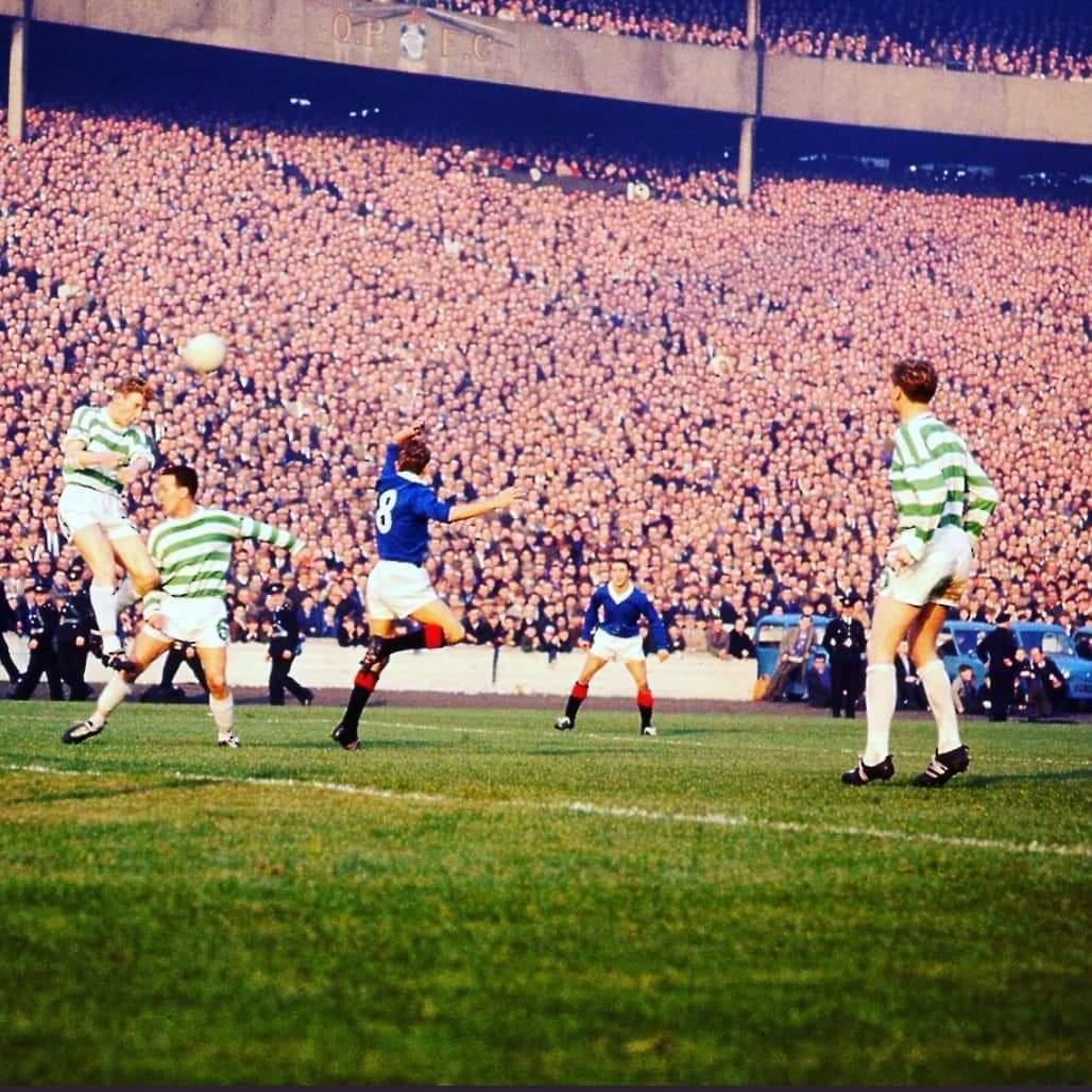 Celtic vs Rangers, 1965. Partidos con 200 lucas de gente in live. Anda a guardar distancia social ahí. https://t.co/rqE0oHfkuL
