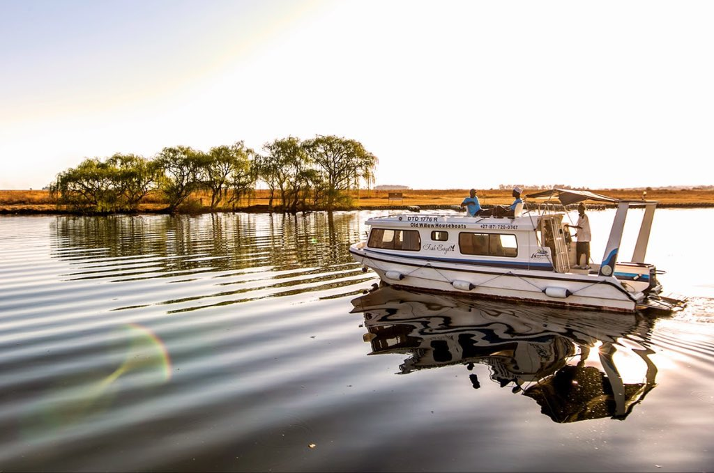 Be the captain of your own river cruise adventure on houseboats on the Vaal River. Old Willow No.7 Houseboat Charters, located on the Korhaan River Estate in Sasolburg offers the sights, sounds and excitement of river cruising. #ShotLeft https://t.co/cA28VUydaa