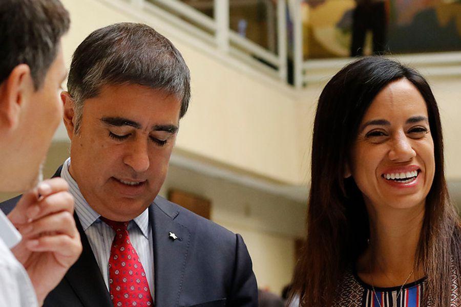 "Paulina Núñez advierte que si abogados de Víctor Pérez lo defienden a costa de Desbordes, ""no van a contar con todos los votos de RN"" https://t.co/86ssabAXFc https://t.co/6lmHkwJssc"
