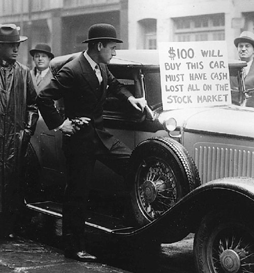 24 Oct.1929 — #StockMarketCrash. #OTD Record of 12.9M shares were sold as panic gripped Wall Street Stock Market in NY. Investor would sell car to recover loss. In the 1920s brokers would urge clients buy shares using borrowed money.  https://t.co/3gnpOWXtY8 https://t.co/NlT46A9BpM