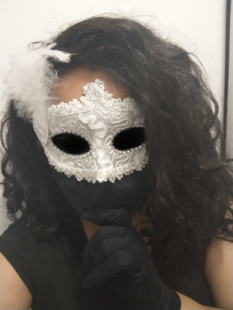 Greetings, my Masqueraders! This could be a look.  (Just ignore the messy hair 😩) #Masks #facemask #masquerader #masquerademask #masques #masque #masked #costume #CurlyGirl https://t.co/vbnSBAo6OB