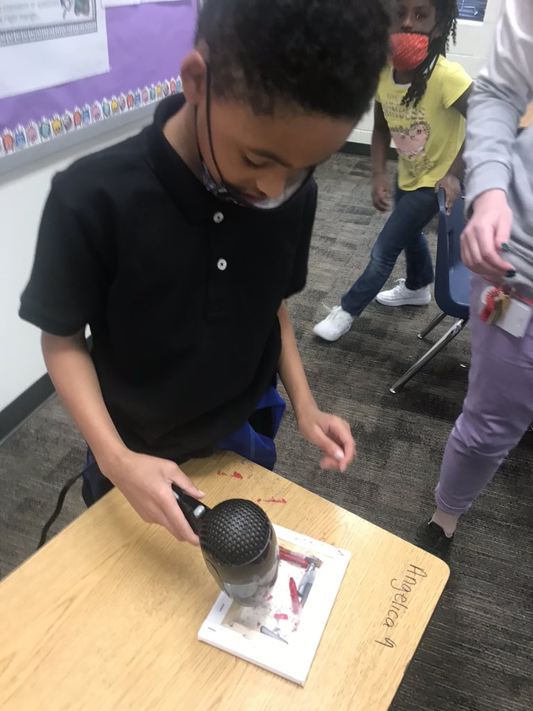 2nd Grade scholars in @MrsWilliams0812 science class investigated the effects of increasing and decreasing thermal energy(heat) on crayons.  They even discussed how their physical properties Changed! #LearnByDoing #Engage #Amaze #HPHigh5 https://t.co/xghZZdPcYz