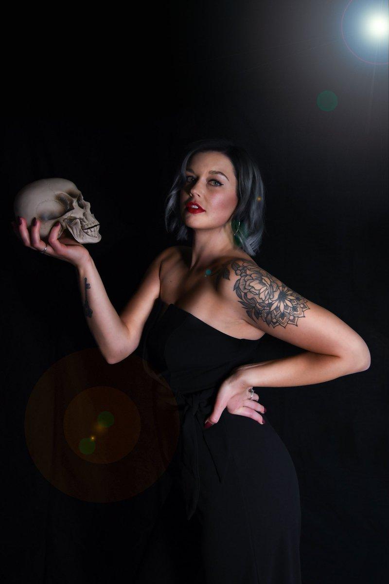 Who has Halloween parties this weekend? Tell me your costume!!  . . Another amazing photo by @ivynix_photography 💀 #halloween #costume #costumeparty #halloweenparty #skull #dark #killer #killerstories #murder #podcast #truecrime #truecrimepodcast #shakespearian #creepy https://t.co/BztsaEItAK