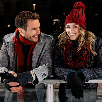 Watching first Christmas movie of season CHRISTMAS ON ICE on @lifetimetv #ChristmasOnIce #lifetimetv https://t.co/0bsneUsRBF