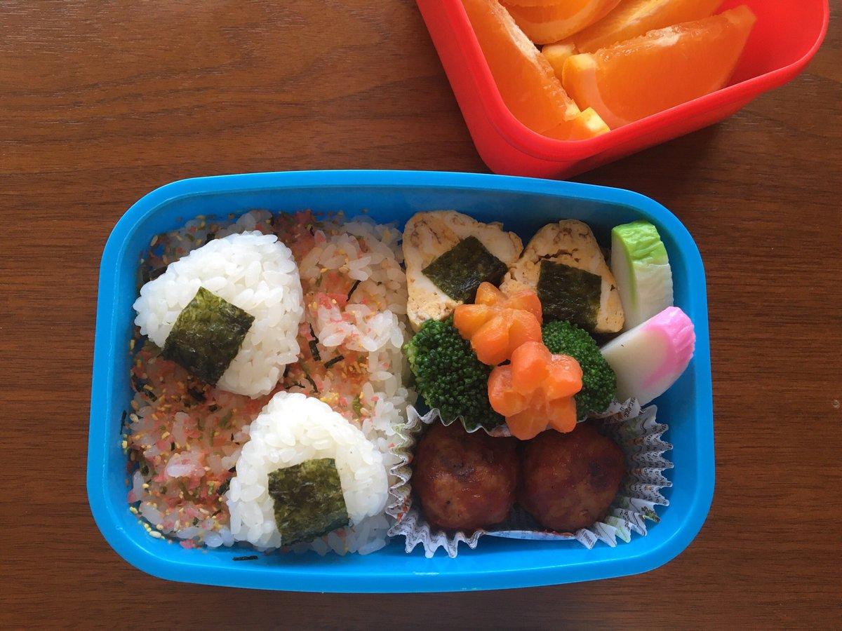 息子の #お弁当・ふりかけごはん&ミニおにぎり・玉子焼きでおにぎり・ブロッコリー(マヨ)・人参(味噌バター)←昨日の鍋の時に一緒に煮た(煮すぎた)・蒲鉾・ケチャマヨミートボール #OnigiriAction