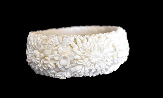 Victorian Style Carved #Celluloid #Bangle #Bracelet Romantic Vintage #jewelry #holidaygifts #glamour #vintage #luxury #rhinestones #premierestategallery #blackfriday2020 #costumejewelry #sezzle https://t.co/xSYQwyaSKf https://t.co/c7CaOqFCDr