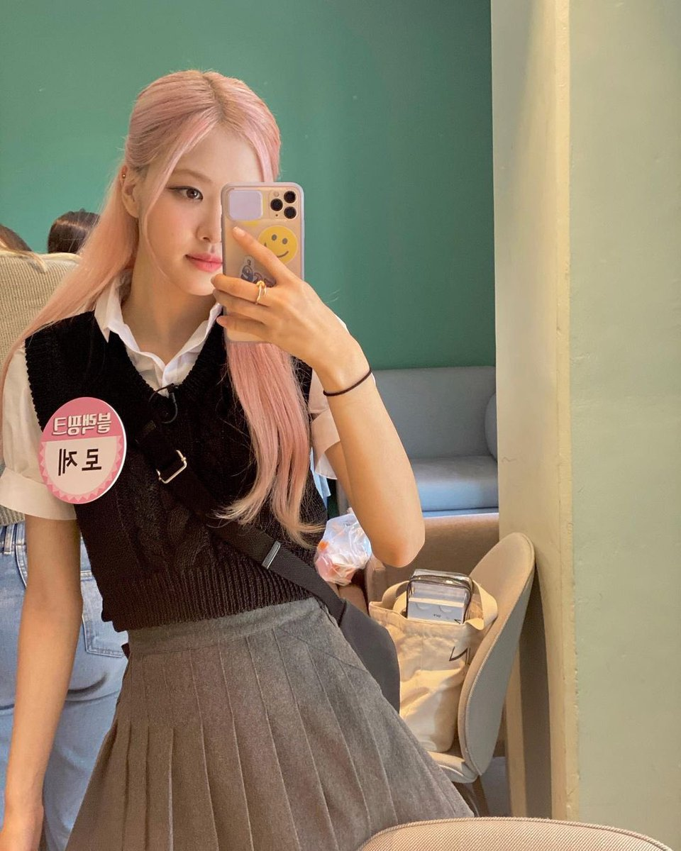 Guess who's back? Yup! School girl Rosie! We really had so much fun attending Knowing Brother, we even revealed something we've never done before. I guess you're dying to know what we revealed, so, grab you favorite snack and watch Knowing Brother ep. 251 with BLACKPINK! https://t.co/UsV7xxoTT1