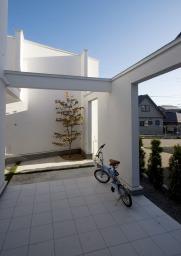 アウトサイドリビング 自然を身近に感じながら、暮らしにバリエーションをもたらす空間。  #ビブホームズ https://t.co/hzkTFcbrbM  #白い家 #塗り壁の家 #ファザード #インナーテラス #スチール階段 #スケルトン階段 #吹き抜け #家具 #新築 #注文住宅 #一戸建て #函館 #家づくり #ビアスの家 https://t.co/9aSaLTVpH8